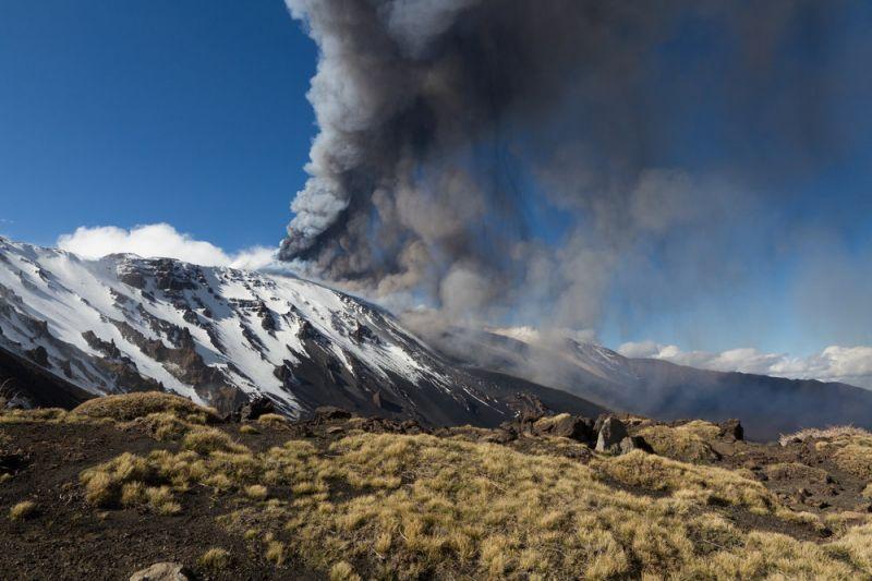 На острове Сицилия проснулся вулкан Этна