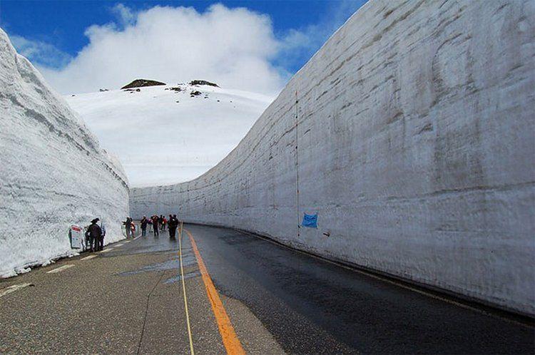 Снежный путь открыт для туристов в Японии