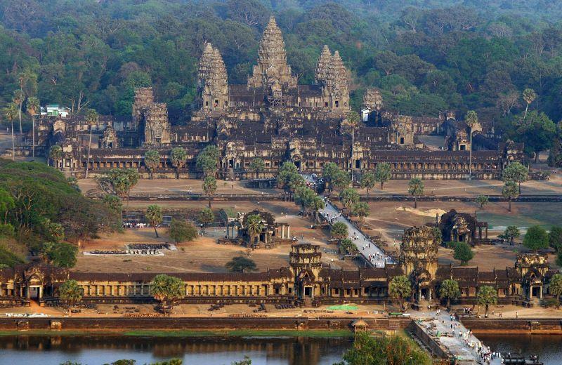 Туристам запретили брать еду в храм Ангкор-Ват