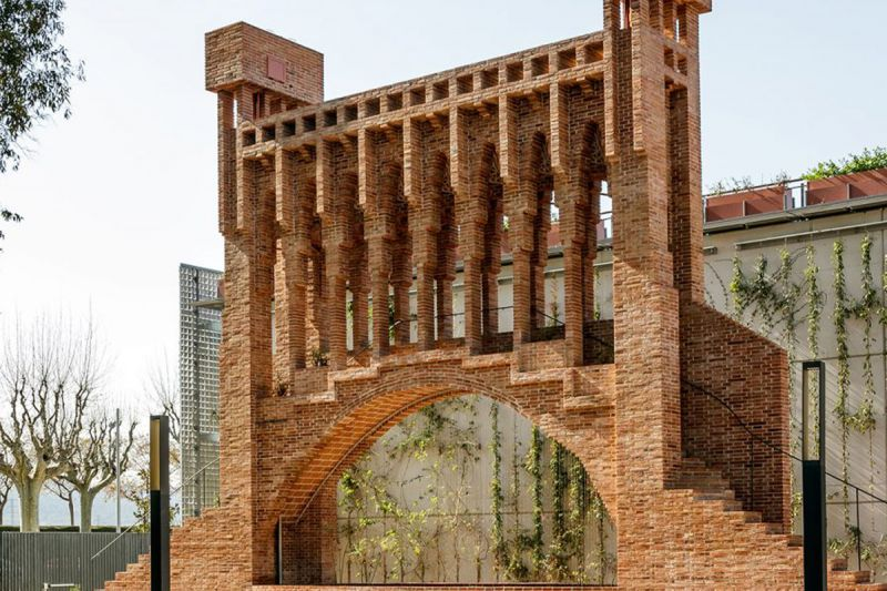 В Испании восстановили фонтан Гауди