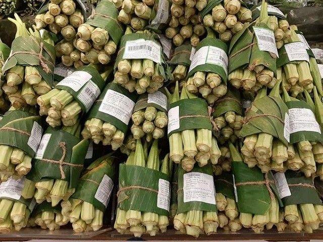 В магазинах Вьетнама используют банановый лист для упаковки