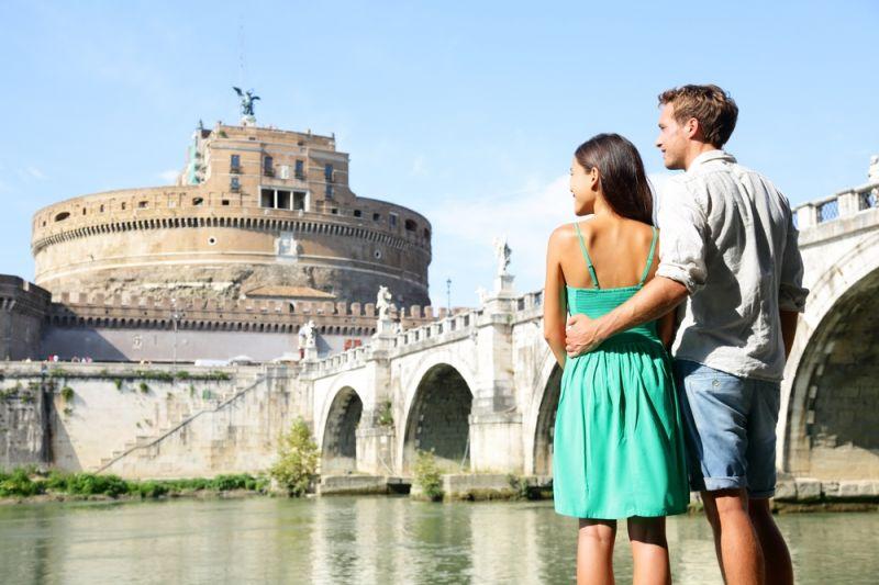 В Риме девушкам без пары предложат арендовать парня