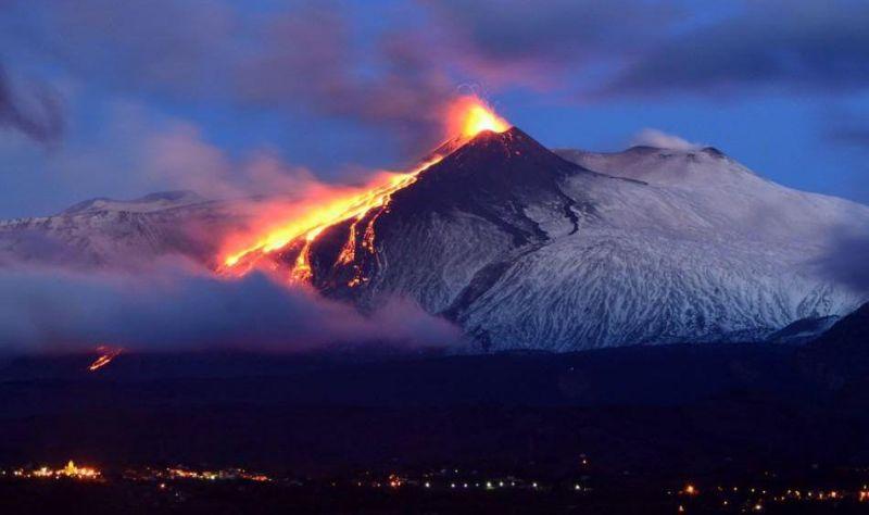 Этна привлекает туристов своей активностью