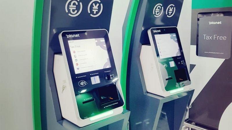 В ОАЭ установлены автоматы Tax Free