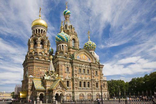 Власти Санкт-Петербурга просят туристов воздержаться от поездок в город