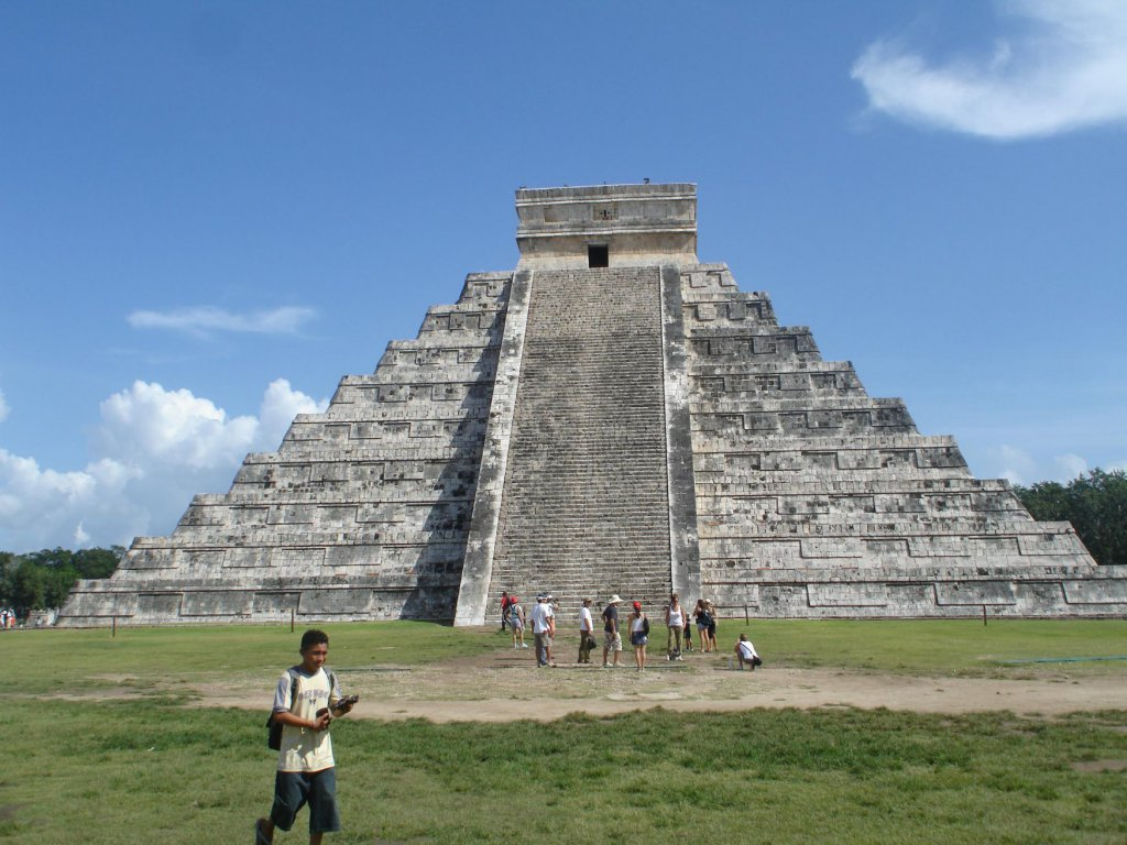 chichen itza When and how chichen declined remains uncertain according to maya chronicles its neighbor mayapan conquered chichen itza in the 13th century but archaeological data indicates that chichen itza already fell by around 1000 ad.