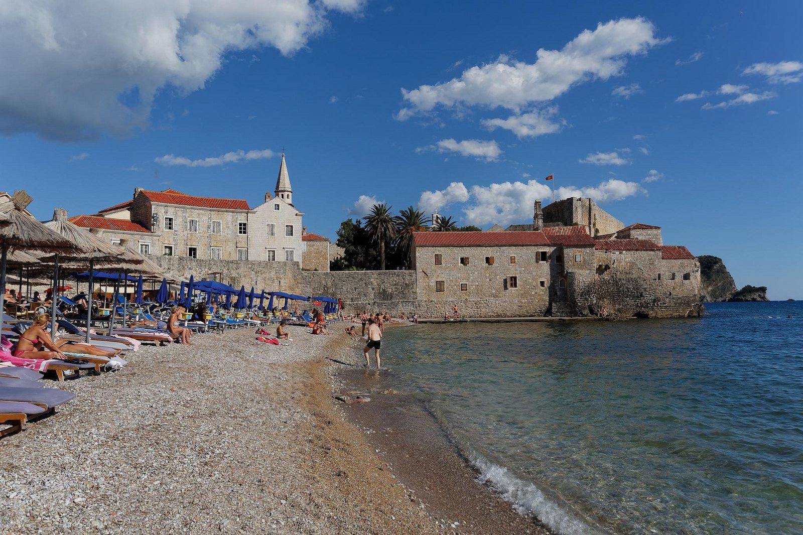 черногорье г будва фото дерева барельефы создают