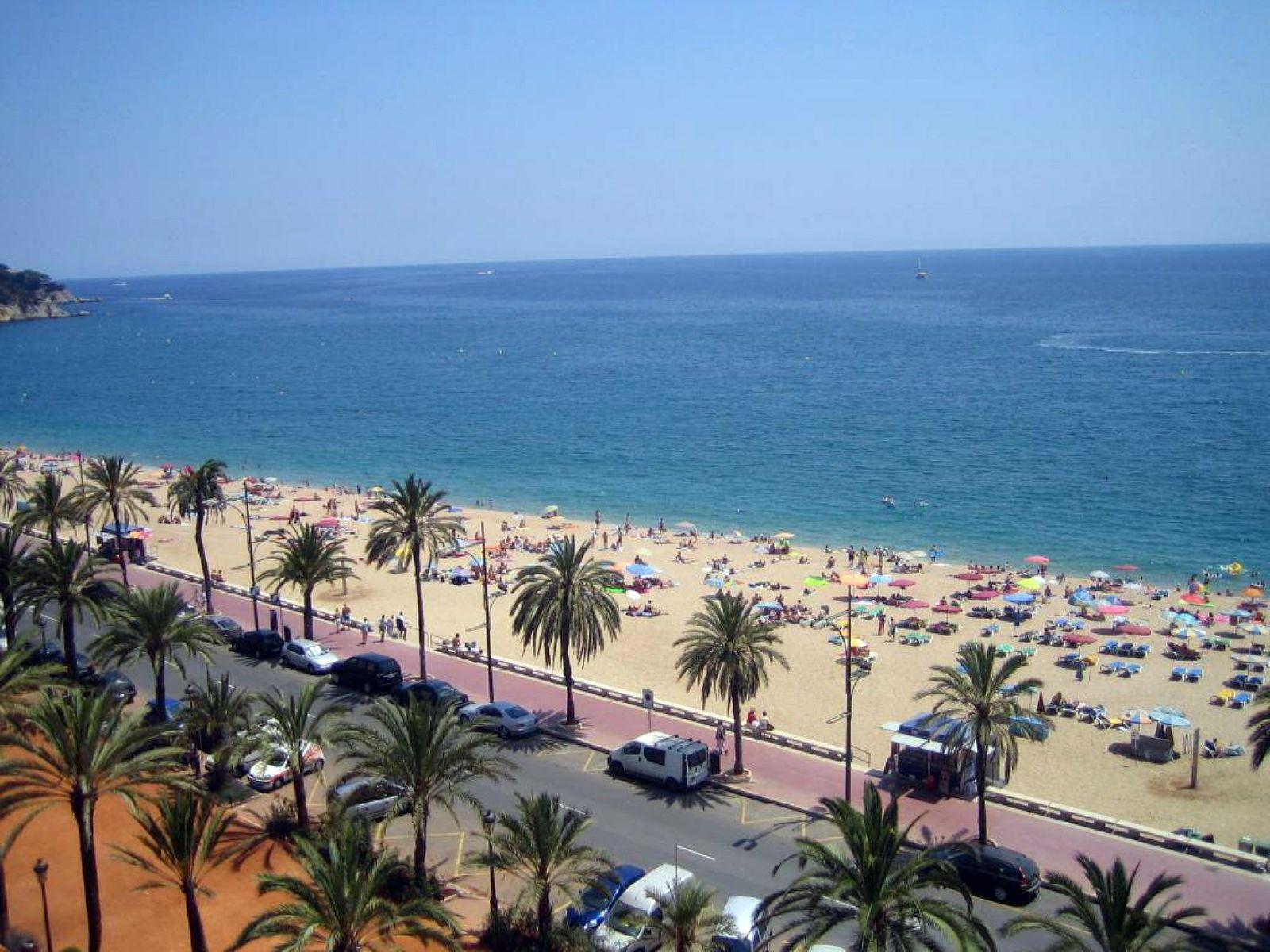 Фото на пляже в испании, На испанском пляже это делать можно (фото) 1 фотография