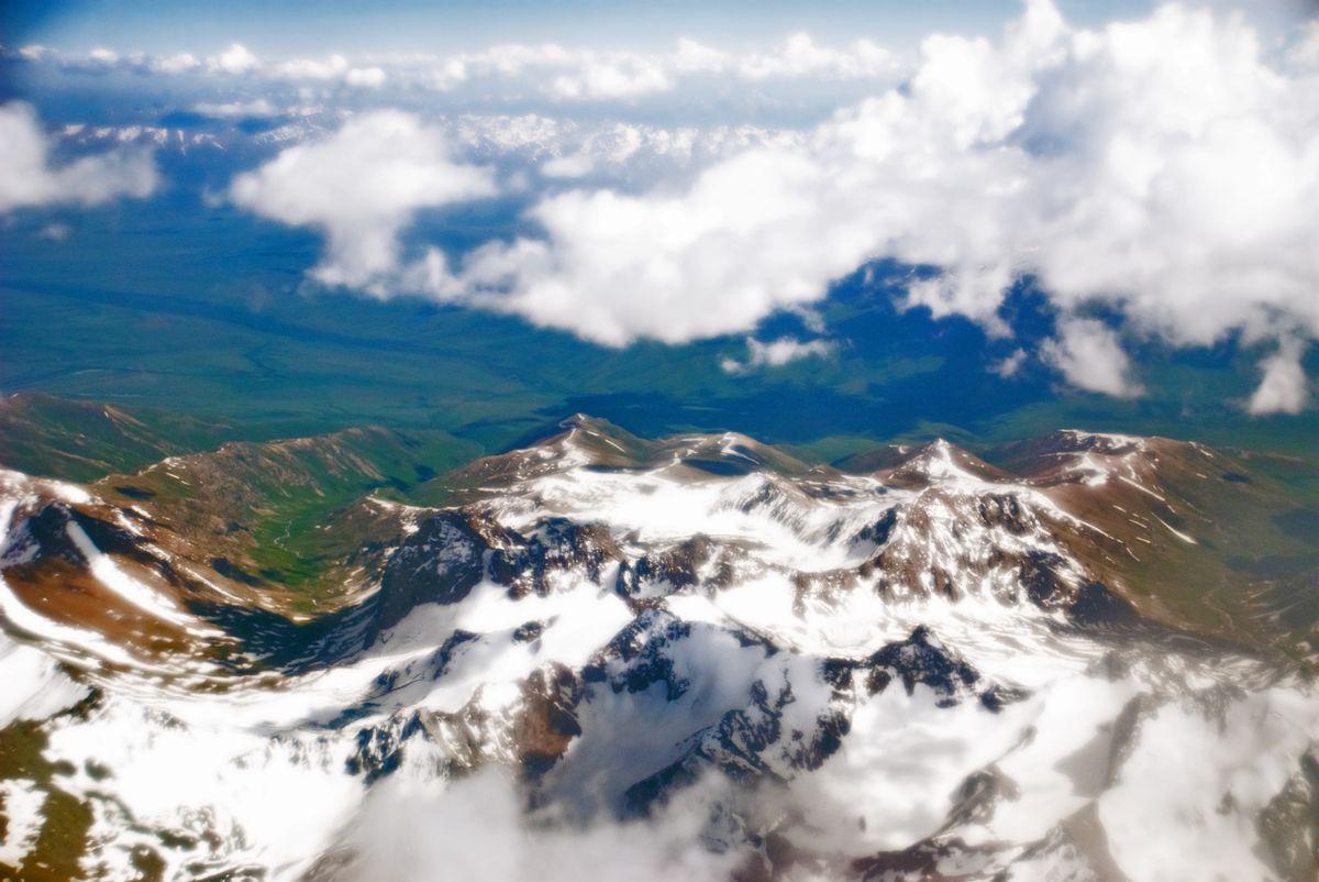 фото горы сестры с самолета курса юаня рублю