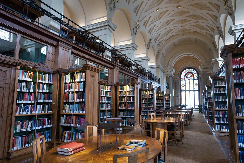 Библиотека кембриджского университета фото